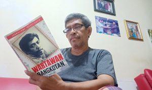 Penulis Buku (foto dok Nur Terbit)